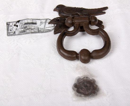 Afbeelding van Hand gegoten gietijzeren deurklopper met vogel