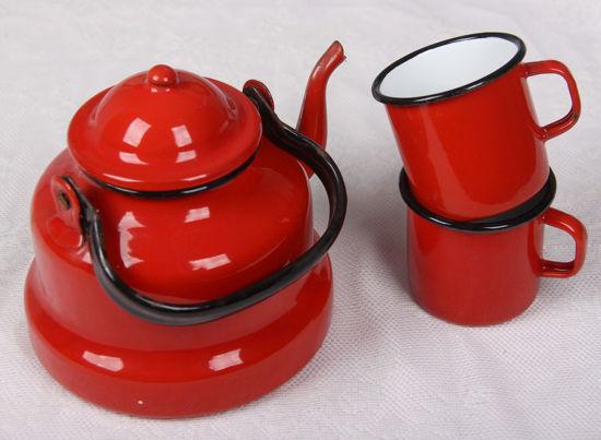 Afbeelding van Oud rood geemaleerd thee keteltje + 2 mokken