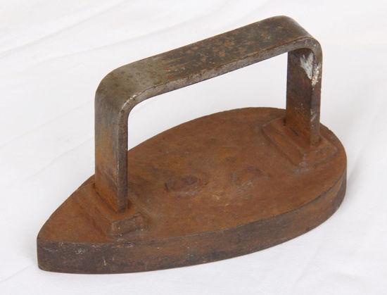 Afbeelding van Oud gietijzeren strijkijzer