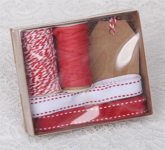 Afbeelding van Doosje met rood inpak materiaal