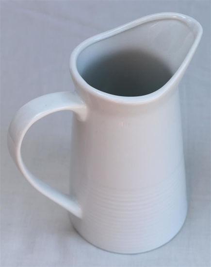 Afbeelding van Wit aardewerk kannetje met ribbel