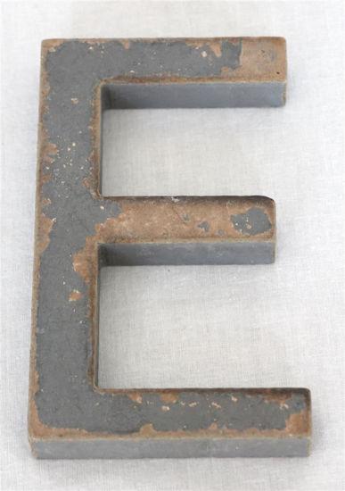 Afbeelding van Old look letter E grijs